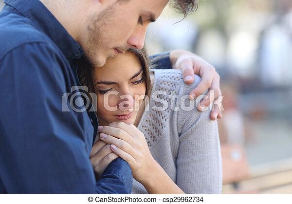 jego, smutny, utulając, opłakiwanie, przyjaciel, człowiek - csp29962734