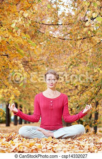 jesień, medytacja - csp14332027