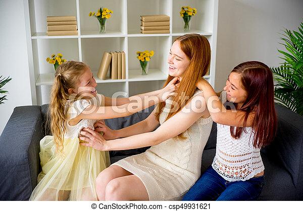 jeu mère, deux, filles, chatouiller