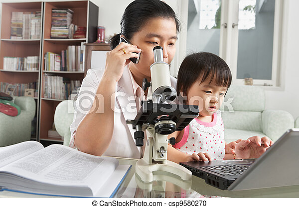 jeu, occupé, fille, elle, essayer, mère - csp9580270