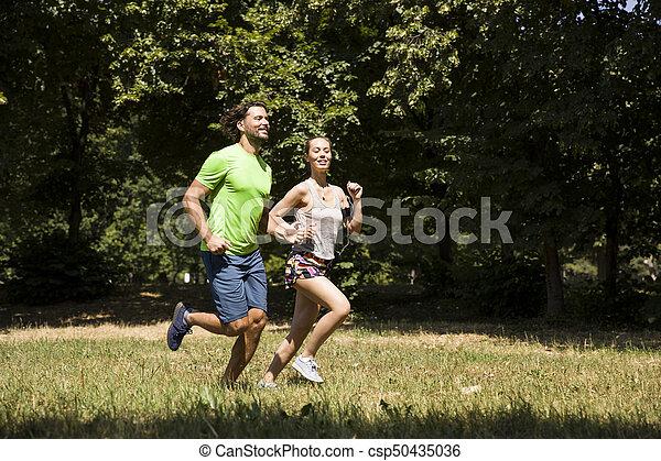 jeune, courant, couple, nature - csp50435036
