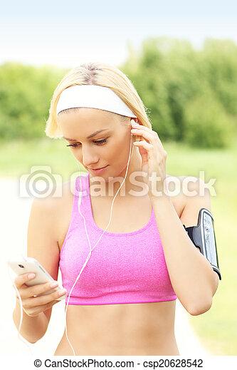 Jogger mit Smartphone - csp20628542