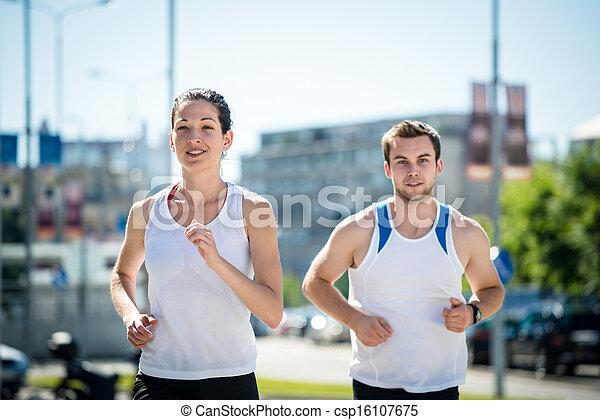 Corriendo juntos - csp16107675