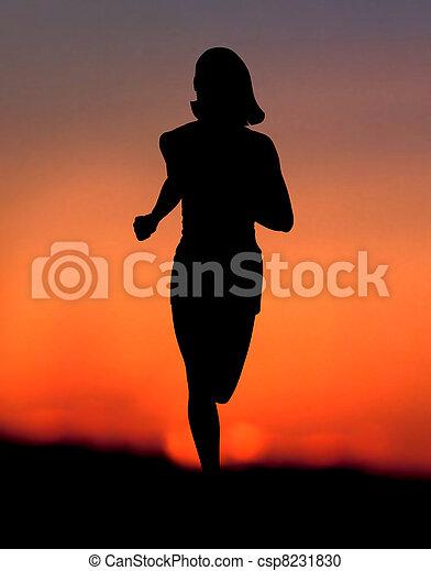 jogging, kobieta, zachód słońca - csp8231830