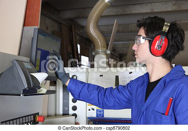 jonge man, het werken, fabriek, mechanisme - csp8790802