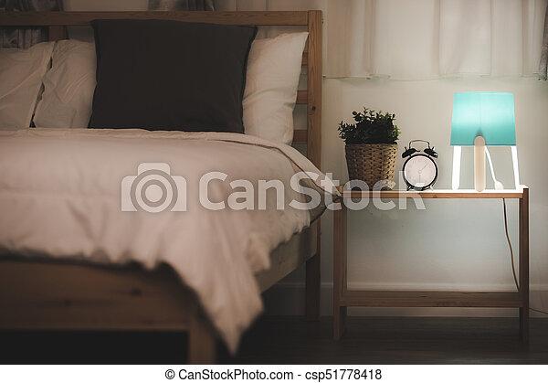 Jongen licht nacht tiener muren slaapkamer witte . jongen