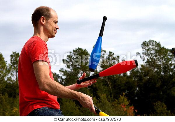 jonglera, man - csp7907570