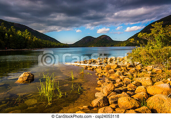 Jordan Pond and view of the Bubbles in Acadia National Park, Mai - csp24053118