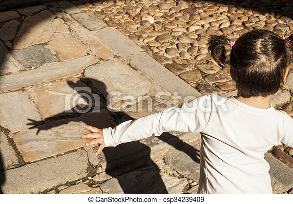 jouer, girl, peu, elle, heureux, ombre - csp34239409