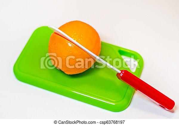 jouet, plastique, coupure, planche découper, moitié, orange, couteau - csp63768197