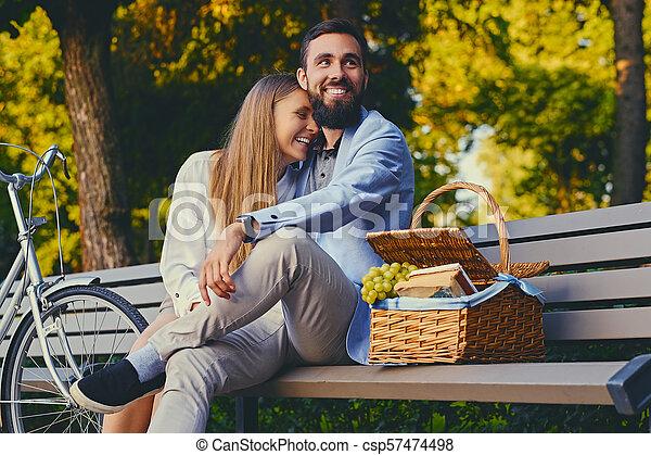 jouir de, couple, park., banc pique-nique - csp57474498