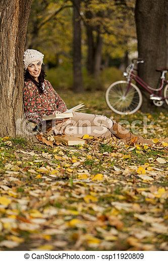 Joven en el bosque - csp11920809