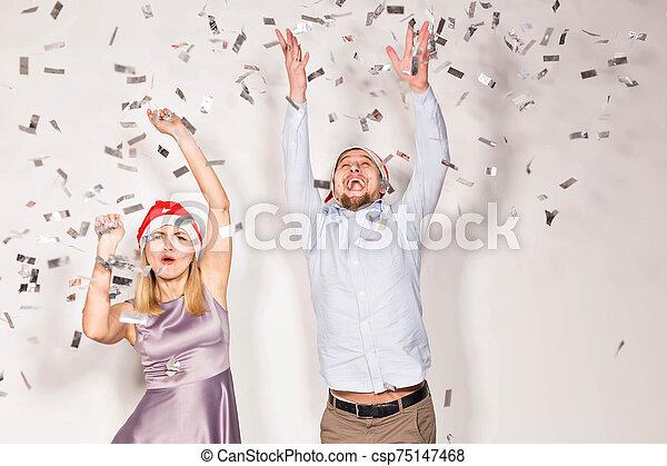 joven, concepto, regado, fiesta, año, -, navidad, gente, blanco, confeti, nuevo, fondo., alegre - csp75147468