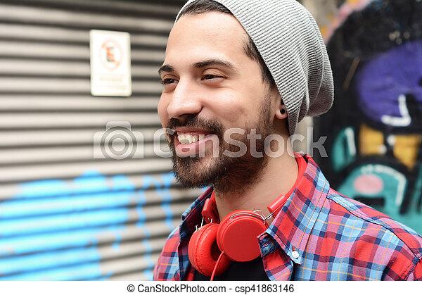 Un joven con auriculares. - csp41863146