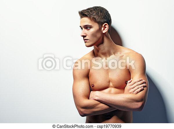 Retrato de joven musculoso - csp19770939