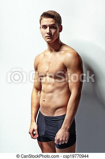 Retrato de un joven musculoso - csp19770944