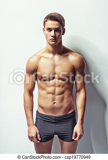 Retrato de un joven musculoso - csp19770949