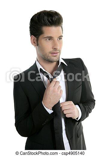 Un joven apuesto vestido de corbata casual - csp4905140