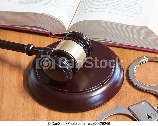 judiciaire, codes, lois, menottes, marteau - csp34429246