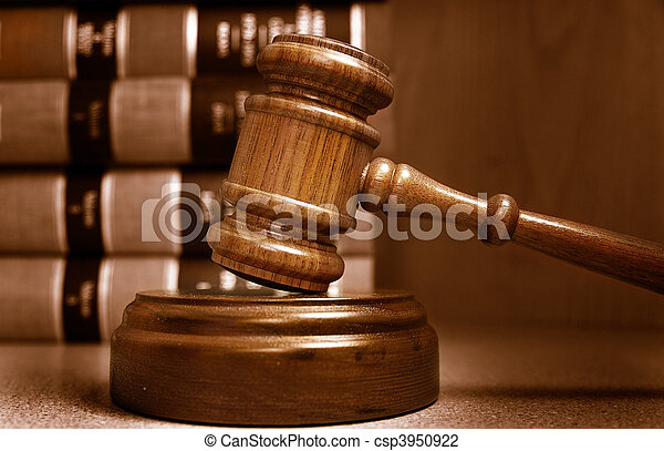 jueces, apilado, atrás, libros, martillo, ley - csp3950922
