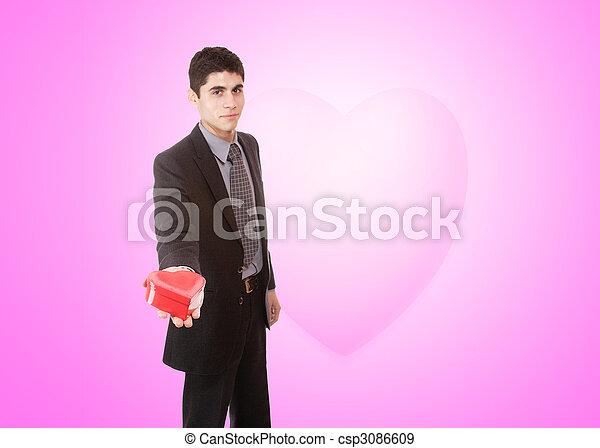 Un joven apuesto vestido de corazón - csp3086609