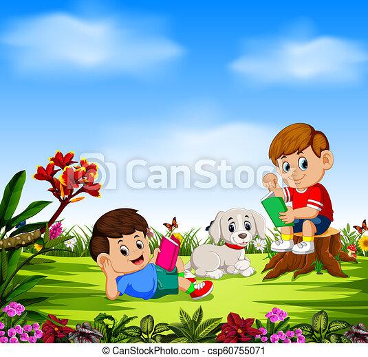 Los chicos leen libros y juegan con su perro - csp60755071