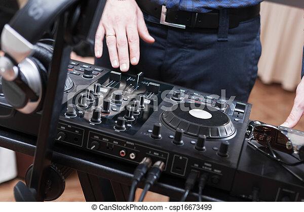 DJ - csp16673499