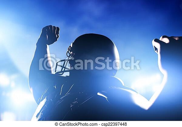 Jugador de fútbol americano celebrando la victoria. - csp22397448