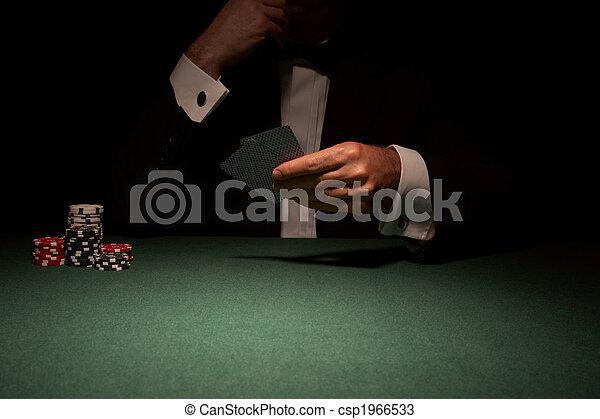 Jugador de cartas en el casino - csp1966533