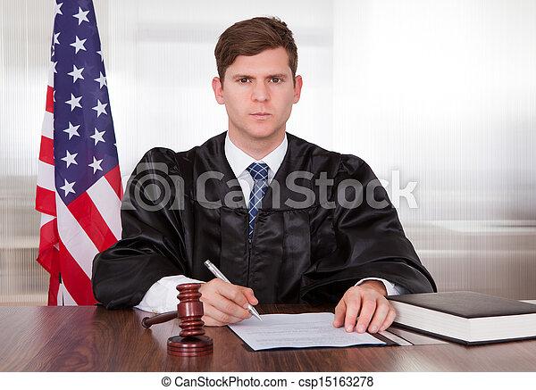 juge, mâle, salle audience - csp15163278