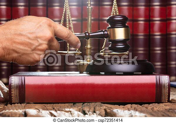 juge, mâle, salle audience - csp72351414