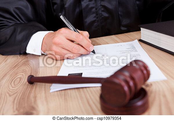 juge, mâle, salle audience - csp10979354