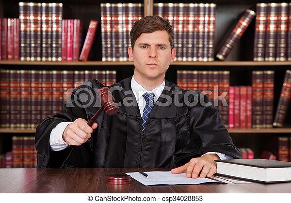 juge, mâle, salle audience - csp34028853