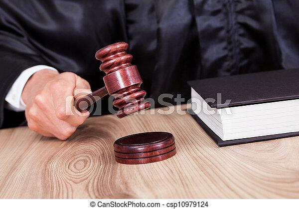 juge, mâle, salle audience - csp10979124