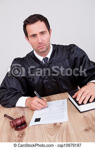 juge, mâle, salle audience - csp10979197