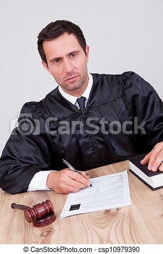 juge, mâle, salle audience - csp10979390