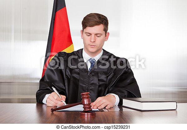 juge, mâle, salle audience - csp15239231