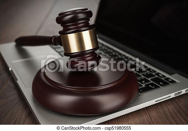 juge, marteau, ordinateur portable, concept - csp51980555
