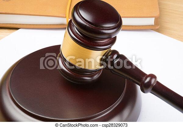juge, table, blanc, papier, marteau - csp28329073