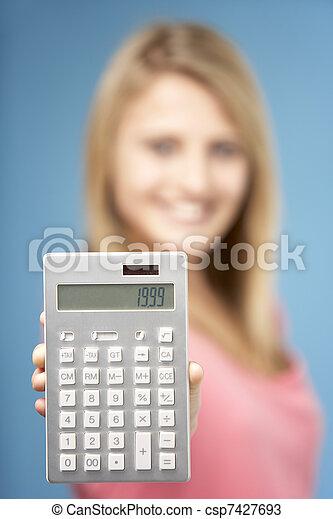 Teenager mit Taschenrechner - csp7427693