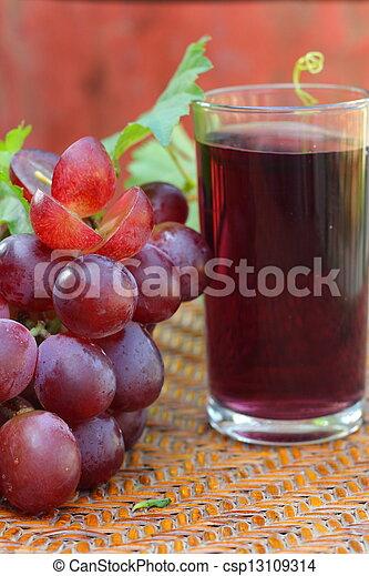 Uvas y jugo de uva - csp13109314