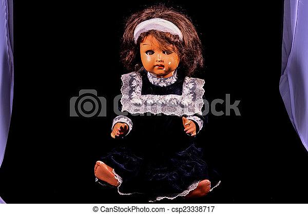 Muñeca de cerámica de juguete - csp23338717
