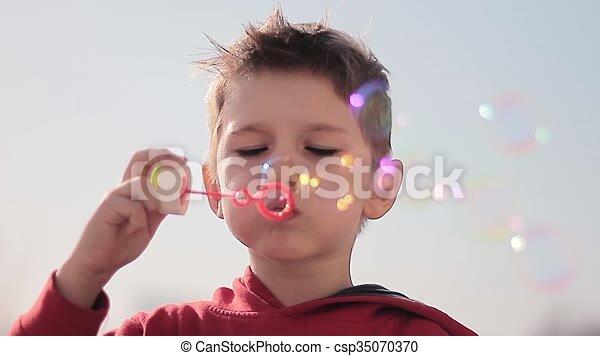 Junge Blasen-Videos
