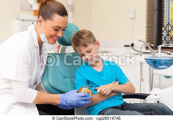 junge, junger, wie, zahnarzt, bürste, weibliche , z�hne, unterricht - csp28514748