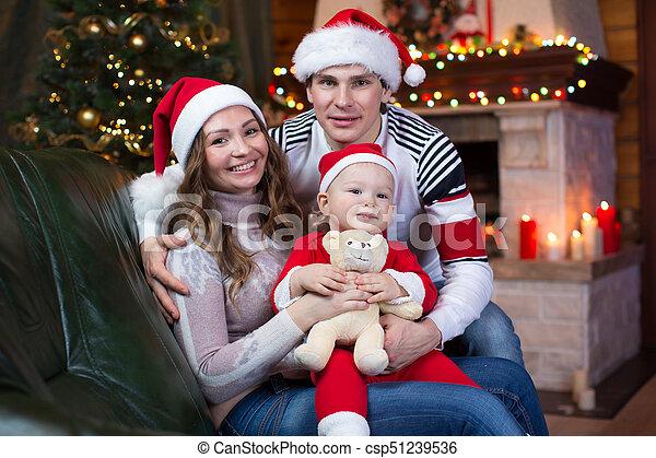 junge, santa, haus, vater, bäume, inneneinrichtung, hintergrund, mutter, baby, lächeln, kleiden, weihnachten, rotes  - csp51239536