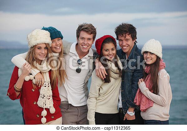 Gruppe Teenager - csp11312365