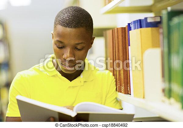 junger, amerikanische , buch, afrikanisch, lesende , mann - csp18840492
