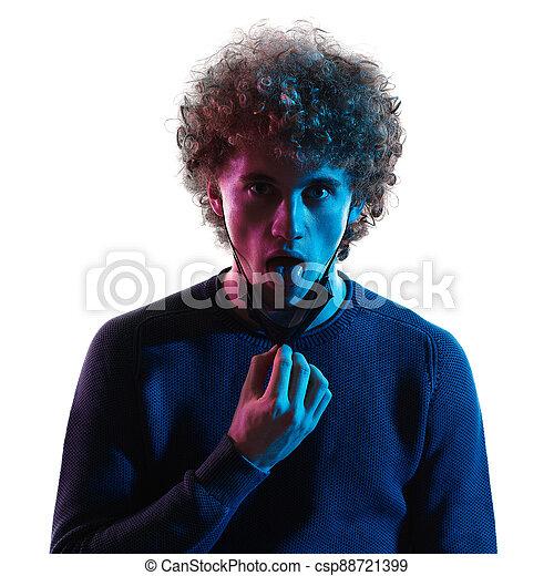 junger, headshot, atmen, schatten, atemlos, mann, porträt, gesicht, hintergrund, maske, unmasked, weißes - csp88721399