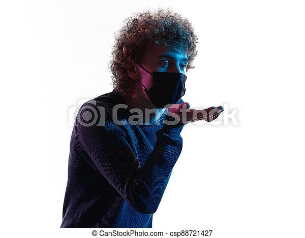 junger, headshot, schatten, mann, porträt, kuß, blasen, gesicht, hintergrund, maske, weißes - csp88721427