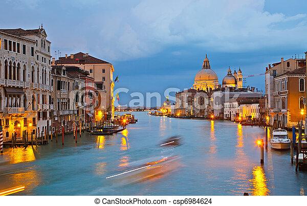Großer Kanal am Abend, Vendice - csp6984624